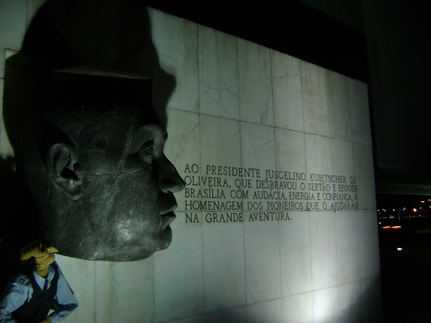 Monumento a JK